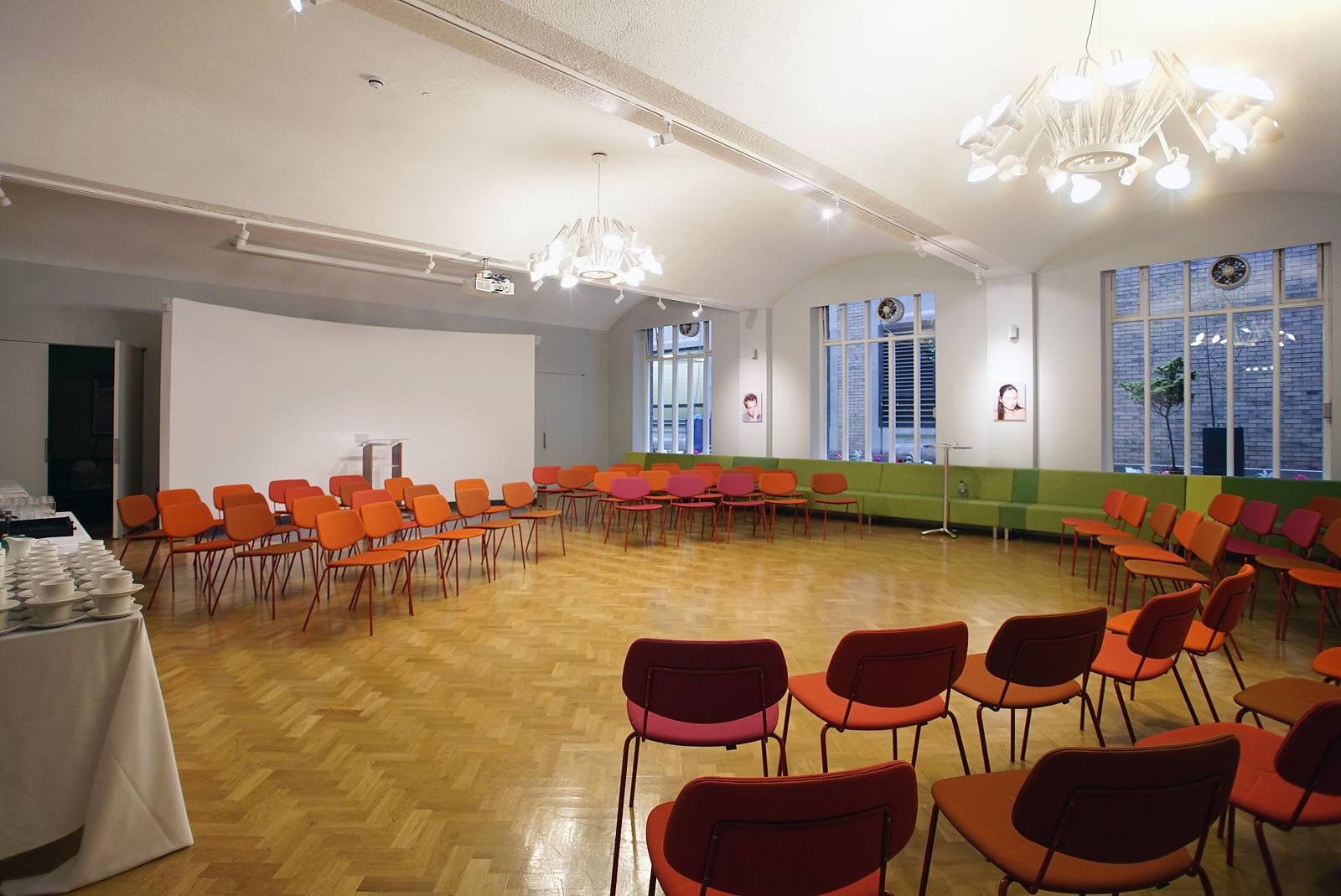 Holding conference in the round at City of London conference venue The Dutch Hall